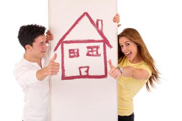 Junges Paar mit Haus