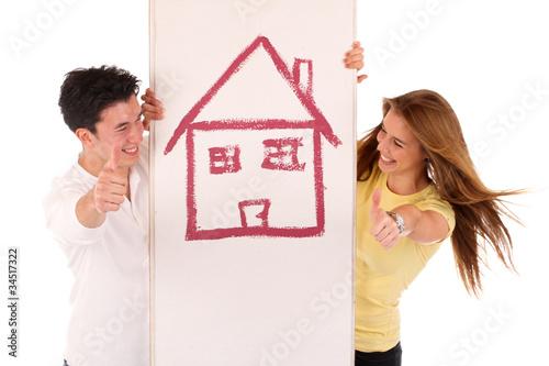 Junges Paar mit Eigenheim