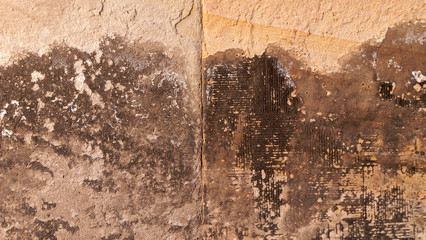 Feuchte Sandsteinwand