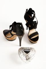 scarpe da donna e cuore di latta