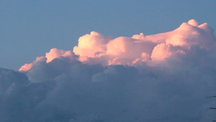 nubi rosse al tramonto