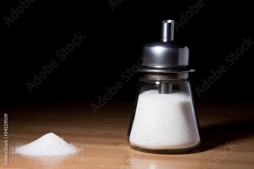 Sugar shaker and sugar pile