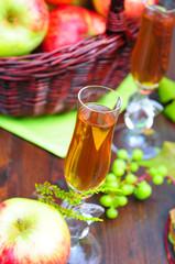Frisch gepresster Apfelsaft