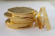 Goldmünzen Philharmoniker und Goldbarren neutraler Hintergrund
