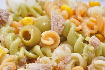 Detalle de ensalada de pasta.