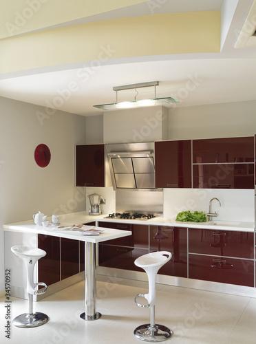 Moderna cucina laccata bordeaux immagini e fotografie royalty free su file 34570952 - Cucina bordeaux ...