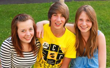 Drei Jugendliche 140811