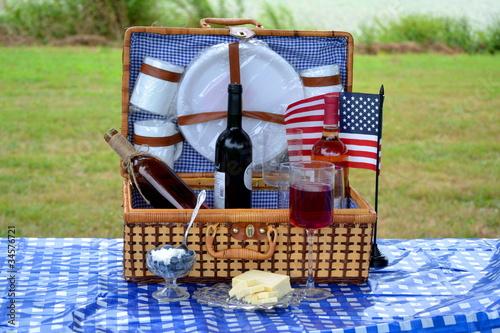 American Picnic Basket - 34576721