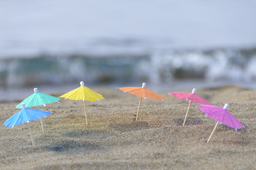 砂浜とビーチパラソル