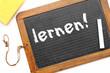 Alte Schiefertafel aus der Schule: lernen!