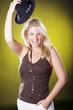 Natürliche blonde Frau mit Hut, Hut ab