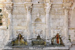 Leinwanddruck Bild - The Rimondi venetian fountain in Rethymno