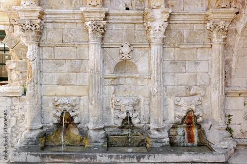 Leinwanddruck Bild The Rimondi venetian fountain in Rethymno