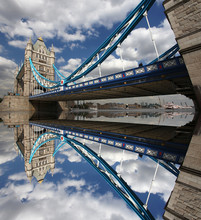 Famosa Tower Bridge, em Londres, Reino Unido