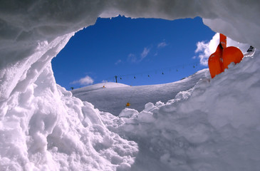 From the snow hole with shovel