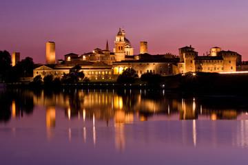 Mantova veduta notturna
