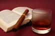 Whisky, Buch und Zigarre