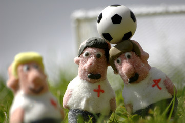 Süsse_Fußballer_Kopfball