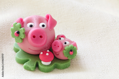 Marzipan pig with cloverleaf and mushroom