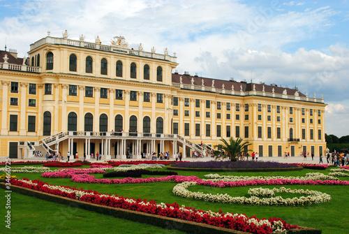 Blumenbeete vorm Schloss Schönbrunn