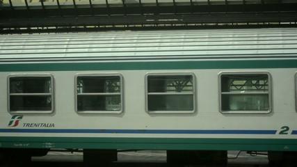 Treno si ferma alla stazione