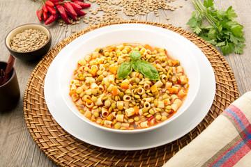 minestra di pasta e lenticchie