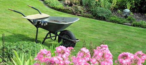 Gartenarbeit - 34671753