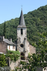 clocher d'une église, lincou, aveyron, france