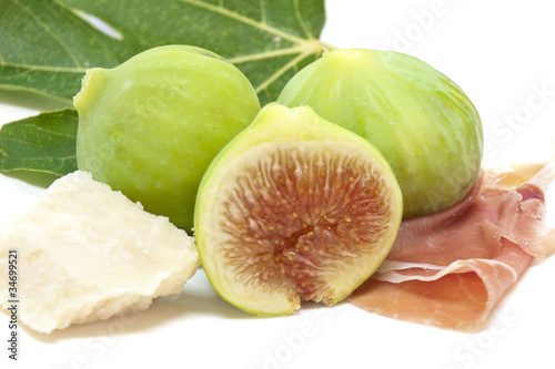 fichi con parmigiano e prosciutto-figs with ham and chees