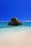 コマカ島の透明で美しい穏やかな海
