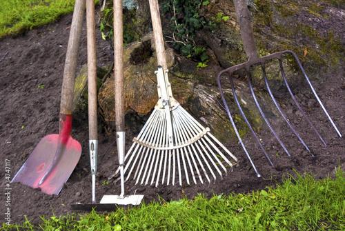 Gartenarbeit - 34747117