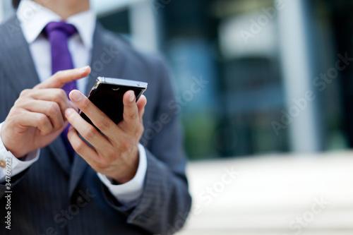 スマートフォン 男性 メンズ 若い ビジネスマン ビジネスシーン - 34760922
