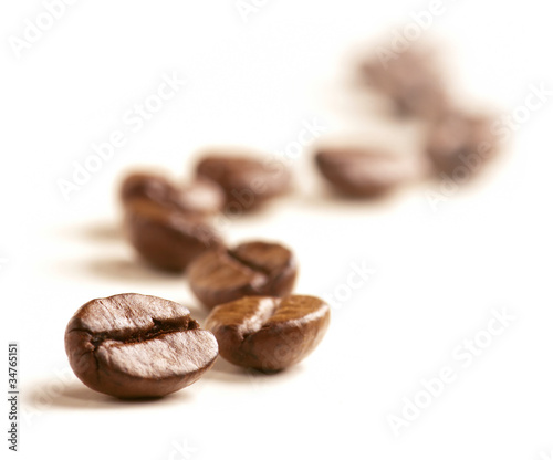 Coffee Beans draw a zigzag line isolated on white.