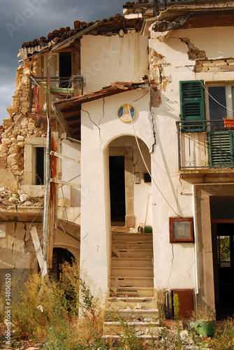 The rubble of the earthquake in Abruzzo (Italy) - 34806520