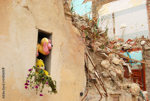The rubble of the earthquake in Abruzzo (Italy) - 34806954