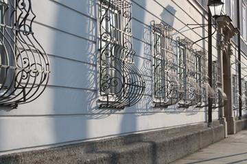 geschwungene Fenstergitter in Salzburg