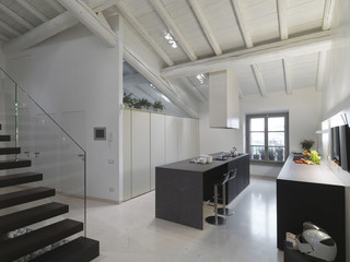 moderna cucina in mansarda