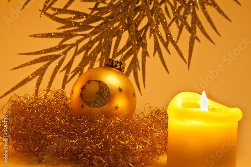 weihnachtskugel und kerze von fotolupi lizenzfreies foto. Black Bedroom Furniture Sets. Home Design Ideas