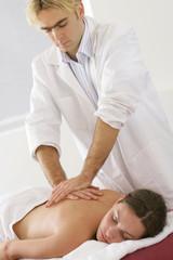 Femme - Massage du dos