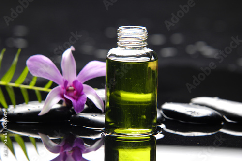 Poster Spa massage oil and fern with orchid reflection