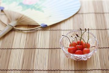 日本の夏 サクランボ 団扇 簾