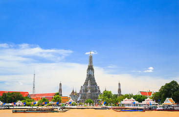 Wat Arun, The Temple of Dawn, view across Chaopraya, river. Bang