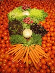 Composición con verduras crudas, imagen vertical.