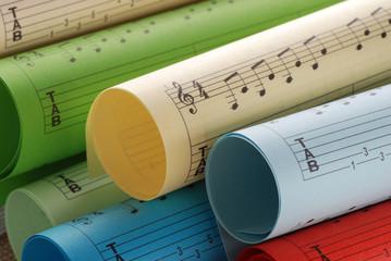 spartiti musicali colorati - tre
