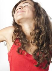 jeune fille souriante bien-être béatitude