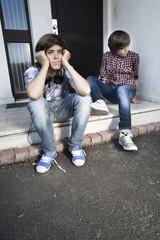 deux jeunes adolescents ennuis