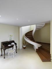 scala a chiocciola con gradini in legno