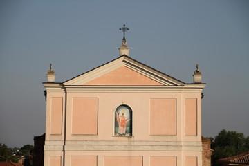 facciata rosa della chiesa di San Zenone di Boara Polesine