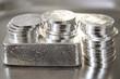 Leinwanddruck Bild - Geldanlage in echte Silbermünzen und Silberbarren