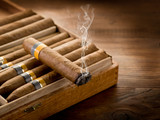 Fototapety smoking cuban cigar over box  on wood background